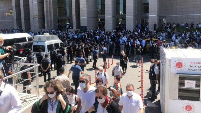 Çağlayan Adliyesi'nde baro teklifi protestosu
